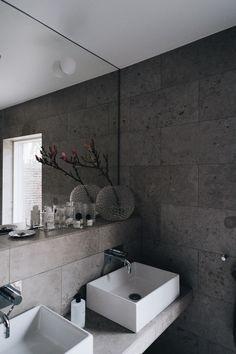 Bathroom Spa, Bathroom Toilets, Laundry In Bathroom, Small Bathroom, Concrete Look Tile, Bathroom Design Luxury, Bathroom Inspiration, New Homes, House