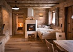 Alpin Chalets in den Bergen Chalet Design, House Design, Japanese Interior Design, Wood Interior Design, Style At Home, Wall Dining Table, Wooden House, Log Homes, Bergen