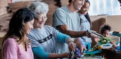 Fazer trabalho voluntário 2 horas por semana reduz a solidão em viúvos