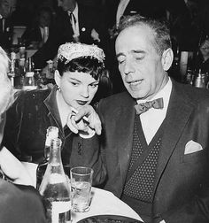Two Hollywood legends are always better than one :-). Judy Garland and Humphrey Bogart Old Hollywood Stars, Hollywood Party, Golden Age Of Hollywood, Vintage Hollywood, Classic Hollywood, Vintage Vogue, Hollywood Glamour, Judy Garland, Liza Minnelli