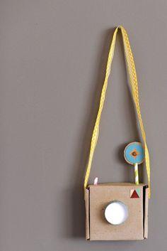 "Thrills: 15 Toys to Make from Cardboard 15 cardboard great ideas. (I'll be making cardboard ""Mayflower"" with the kids or boat cardboard great ideas. (I'll be making cardboard ""Mayflower"" with the kids or boat races) Cardboard Camera, Cardboard Toys, Cardboard Crafts Kids, Cardboard Playhouse, Cardboard Furniture, Diy For Kids, Crafts For Kids, Ideias Diy, Diy Toys"