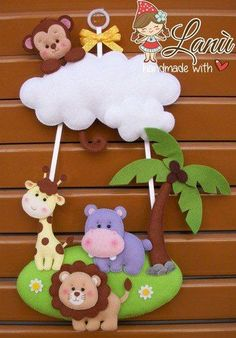 ФЕТРОКЛУБ: развивашки и декор из фетраs photos Felt Animal Patterns, Felt Crafts Patterns, Stuffed Animal Patterns, Felt Mobile, Baby Mobile, Baby Crafts, Crafts For Kids, Felt Wreath, Shower Bebe