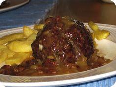 Op dit eetdagboek kookblog : Gehaktballen op Luikse Wijze - Ingrediënten: 500 gram gehakt, 2 uien, 1 eidooier, 2 eetlepels peterselie, 4 eetlepels paneermeel, zout, peper, boter, 2 eetlepels azijn, 200 ml vleesfond,