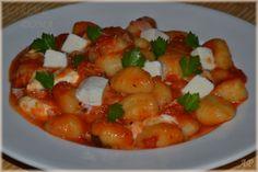 Gnocchi s rajčaty a mozzarellou - Powered by Gnocchi, Bon Appetit, Mozzarella, Shrimp, Meat, Recipes, Food, Essen, Eten