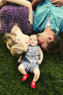 cute family picture :) Could look cool with them dressed in same colors - different patterns