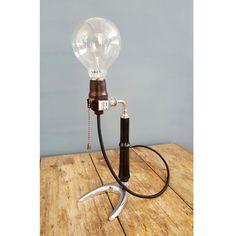 Lampada da tavolo vintage realizzata con antico porta alambicco da laboratorio | Old Table Lamp, handmade by our LAB. with old stand