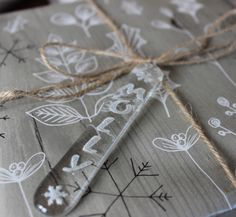 Finish off wrapping your presents in style with this handmade fused glass gift tag embossed with snowflakes and the name of your choice. It will also look fabulous hanging on the Christmas tree an...