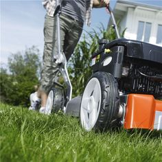 All our lawn mowers are efficient and provide excellent ergonomics. So whether you choose a model with a single or variable transmission you can expect a reliable performance for your needs. Your Husqvarna lawn mower will prevent you from getting unnecessary muscle tension and injuries.