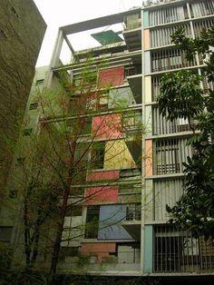 Edificio Los Eucaliptus,Cortesia de Usuario de Picasa: Andrew