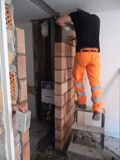 12. Mai 2015 - …oder die neuen Wand, welche das Terrassen-Zimmer vom Bad trennen wird...