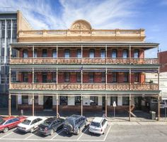 The George Hotel - Ballarat with stunning Victorian iron lace Australia Hotels, Australia Travel, Vintage Hotels, Country Life, Country Stores, Victoria Australia, Places Of Interest, Urban Landscape, Historic Homes