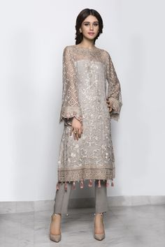Fashion design dress style haute couture Ideas for 2019 Pakistani Fashion Casual, Pakistani Outfits, Ethnic Fashion, Asian Fashion, Indian Outfits, Bollywood Fashion, Pakistani Party Wear, Bollywood Saree, Fashion Tv