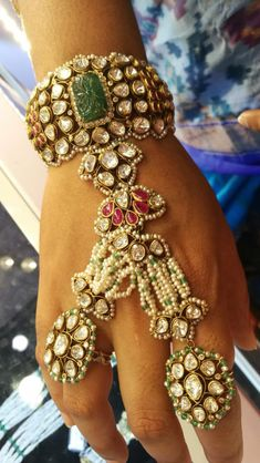 Fulfill a Wedding Tradition with Estate Bridal Jewelry Indian Jewelry Sets, Indian Wedding Jewelry, India Jewelry, Bridal Jewelry, Antique Jewellery Designs, Jewelry Design, Stylish Jewelry, Fashion Jewelry, Bridal Jewellery Inspiration
