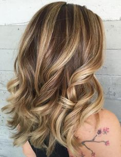 Light Brown Hair Discover 50 Blonde Hair Color Ideas for the Current Season Brown Hair With Blonde Highlights Brown Hair With Blonde Highlights, Hair Highlights, Chunky Highlights, Caramel Highlights, Caramel Hair With Blonde Highlights, Brown To Blonde, Light Brown Hair, Dark Hair, Buttery Blonde