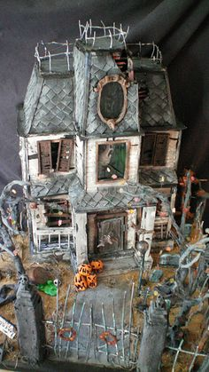 Haunted dollhouses to die for! Haunted House