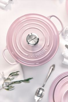 New Shell Pink has been inspired by the soft tones of seashells, capturing the essence of romance and summer sunsets. Add an elegant blush to the kitchen and the home with Shell Pink from Le Creuset, launching in store and online at www.lecreuset.co.za from 14th February 2020. Le Creuset Cookware, Pip Studio, Travel Humor, Dinner Ware, Dinner Plates, Carnival Glass, Design Quotes, Art And Architecture, Product Launch