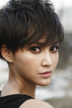 Shaggy #pixie cuts are a little edgier than the traditional Twiggy style.