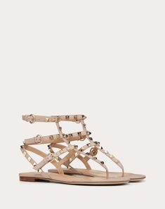 Discover the Rockstud Flip Flop Sandal in Calfskin Leather for Woman. Find the entire collection at the Valentino Online Boutique and shop designer icons to wear. Flip Flop Sandals, Flip Flops, Rockstud Shoes, Valentino Garavani, Strap Heels, Online Boutiques, Studs, Icons