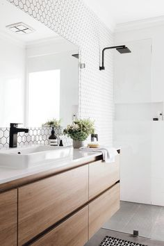 Bathroom Tile Designs, Bathroom Design Small, Bathroom Interior Design, Home Interior, Modern Bathroom, Interior Colors, Interior Paint, Modern Interior, Master Bathroom