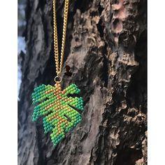 Philodendron  Pattern by @accesorios_d_art . . . . . . . . . . . . . . . . #miyuki #miyukibeads #bileklik #hakunamatata #dinazor #peyote #beads #bracelets #jewelry #kombin #moda #trend #accessories #fashion #takı #fashionjewelry #harf #yıldız #hediye #handmade #afrika #instalike #instagood #kolye #sky #kişiyeözel #taki #nature #bileklik #tasarım