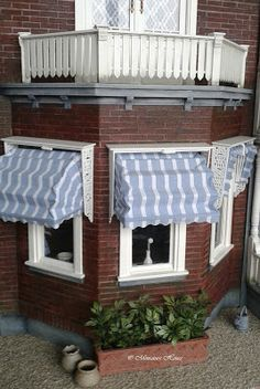Miniature House: Curtains: Part I