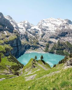 No words to describe the beauty of this lake, said @ch3rly after his 2 hour hike to Oeschinensee. Thanks for sharing!  #visitswitzerland  #bern #berneroberland #kandersteg #oeschinensee #lake #hike #Schweiz #suisse #passionpassport #letsgo #heimat #beautifuldestinations #switzerland #europe #swiss #alpen #alps