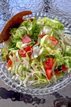 Belgian Endives Boston Lettuce Salad is a simple delicious salad that can be made anytime during the year. Great in the summer though with a glass of wine. My Favorite Food, Favorite Recipes, Belgian Endive, Lettuce Salad Recipes, Cooking Instructions, Everyday Food, Easy Meals, Easy Recipes, Carne