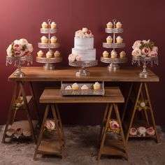 Romantic and rustic dessert table we styled with our champagne colored cake stands, available - Dessert Stand, Dessert Tables, Rustic Wedding Flowers, Bouquet Wedding, Wedding Nails, Wedding Dresses, Nake Cake, Pink Garden, Garden Roses