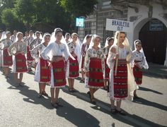 Romanian folk traditional clothing Part 2 Romanian People, Romanian Girls, Folk Clothing, Little Miss, Traditional Outfits, Crochet Patterns, Costumes, Handmade, Inspiration