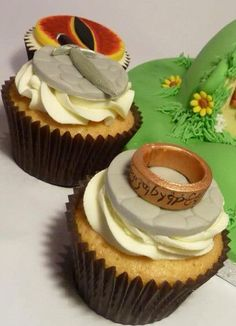 Lord of the Rings Cupcakes - Whoever made this is a GENIUS!