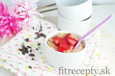 Rýchly dezert lebo sladké raňajky, ktoré budete mať na stole do 5 minút. Ingrediencie (na 1 porciu): 6 jahôd 2 PL kokosovej múky (prípadne 3 PL inej múky) 1 veľké vajce 1 ČL medu 1 ČL roztopeného kokosového oleja štipka prášku do pečiva Postup: Jahody si rozmixujeme, prípadne poriadne roztlačíme vidličkou na pyré. Následne ich […]