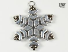 Christmas snowflake made from Arrow, Daimonduo and TOHO beads Beaded Snowflake, Snowflake Ornaments, Beaded Ornaments, Christmas Snowflakes, Bead Jewelry, Bead Earrings, Jewelry Making, Necklace Ideas, Jewelry Ideas