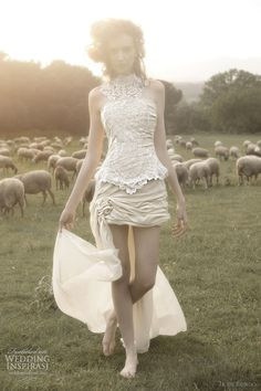 I don't usually care for these short wedding gowns but this is so punk rock. ir de bundo 2012 gavilan