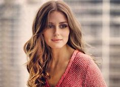 Olivia Palermo always manages to pull off the perfect hair and makeup combo. Naturally tousled hair with defined dark eye make up. Estilo Olivia Palermo, Olivia Palermo Hair, Olivia Palermo Style, Curly Hair Styles, Pelo Natural, Lob Haircut, Look Fashion, Hair Inspiration, Character Inspiration