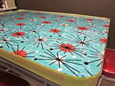 You can give a table a new look by recovering it with fabric and resin. Step by step tutorial with lots of pictures. If you have a table you want to update, h… Epoxy Table Top, Diy Table Top, Epoxy Resin Table, Table Top Covers, Diy Epoxy, Resin Furniture, Painted Furniture, Furniture Ideas, Refinished Furniture