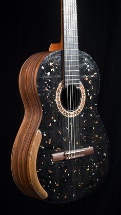 LA GUITARE . COM - présentations - maurice dupont classique composite à graines de guitare lutherie Maurice Dupont classique composite graines de guitare 2013 - GUITARE