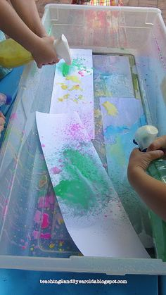 Teaching 2 and 3 Year Olds: Chalk Spray Paintings Te. - Teaching 2 and 3 Year Olds: Chalk Spray Paintings Teaching 2 and 3 Year - Preschool Classroom, Preschool Crafts, Learning Activities, Preschool Activities, Chalk Spray Paint, Chalk Art, Spray Painting, Bottle Painting, Crafts For 2 Year Olds