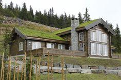 Et lite utvalg av våre 500 bygde hytter Winter Lodge, Scandinavian Home, Rustic Charm, House In The Woods, Log Homes, Modern Rustic, Cottage, House Styles, Places