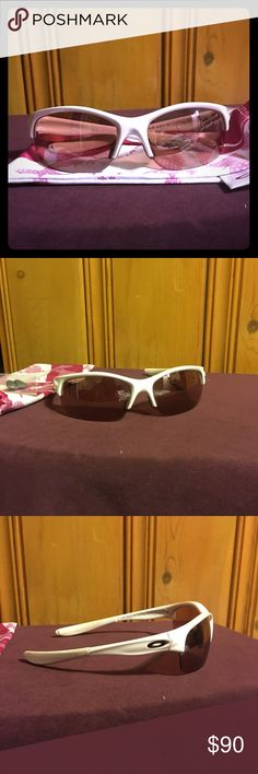 🎈Reduced!!🎈 Oakley Women's Sunglasses Oakley Women's Commit sunglasses breast cancer awareness edition. These have a rose tint lens, non-polarized. These are extremely light weight and comfortable. These were barely worn, no scratches on lenses. Comes with soft cloth case and extra pair of nose guards. Oakley Accessories Glasses