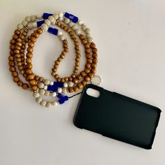 Navy Blue, Beige, white and wood beads phone chain Paper Bead Jewelry, Beaded Jewelry, Beaded Bracelets, Boho Accessories, Handmade Accessories, Phone Accessories, Handmade Wire Jewelry, Diy Bracelets Easy, Jewelry Knots