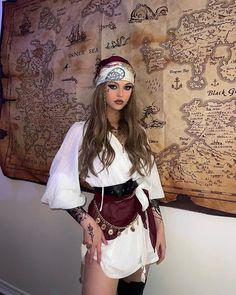 Couples Halloween Outfits, Halloween Costumes For Teens Girls, Pirate Halloween Costumes, Costumes For Women, Goddess Halloween Costume, Costumes For Teenage Girl, Goddess Costume, Halloween Party, Looks Halloween
