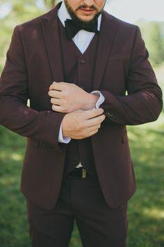 Read These Tips! Wedding Men, Wedding Suits, Wedding Attire, Wedding Styles, Wedding Things, Groom And Groomsmen Suits, Groom Attire, Maroon Suit, Groom Looks