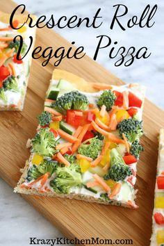 Crescent Roll Veggie Pizza a fresh way to eat veggies.crecent roll veggie pizza It's made with refrigerator crescent roll dough, homemade dill dip and lots of fresh vegetables. I'd say it's a summertime classic! Healthy Recipes, Healthy Snacks, Vegetarian Recipes, Cooking Recipes, Healthy Steak, Healthy Chicken, Chicken Recipes, Crescent Roll Veggie Pizza, Crescent Rolls