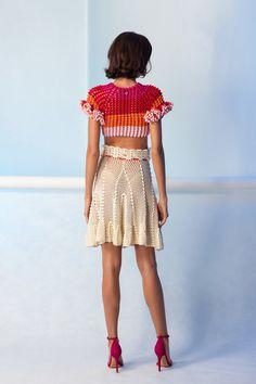 Artisanal Destinationwear — Helen Rödel brings handmade techniques from the past into the future. Kimono Crochet, Crochet Top, Prom Dress Shopping, Online Dress Shopping, Leaf Skirt, Modern Crochet, Crochet Woman, Knit Fashion, Crochet Clothes