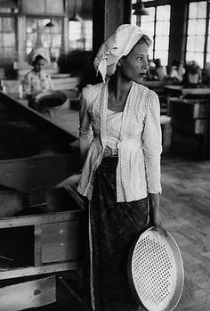 Marc Riboud - Tea worker, Indonesia 1957. Silver Gelatin Print. S)