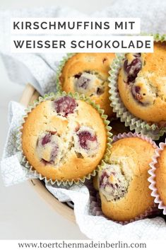 Kirschmuffins mit weißer Schokolade Quick and easy muffins with cherries and white chocolate. Easy to bake. Cherry Muffins, Easy Brunch Recipes, Champagne Brunch, Sweets Cake, Cupcakes, Sans Gluten, Mini Cakes, White Chocolate, Chocolate Cherry