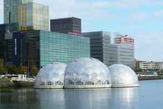 Solar-Powered Floating Geodesic Dome Pavilion is an Experimental Climate-Proof Development Read more: Rotterdam's Solar-Powered Floating Pavilion is an Experimental Climate-Proof Development Floating Architecture, Green Architecture, Sustainable Architecture, Sustainable Design, Building Architecture, Sustainable Development, Concept Architecture, Environmental Architecture, Dome Structure