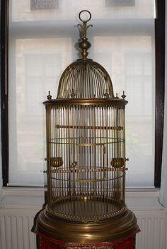 Online veilinghuis Catawiki: Zeer grote Antieke vogelkooi – zware uitvoering - volledig uit messing/koper – 1e helft 20e eeuw