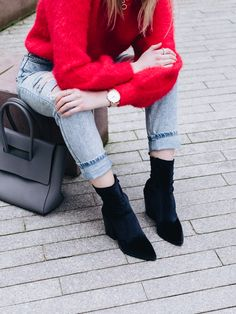 Whether it's a Christmas shopping outfit, a sexy party look, or a cute Boxing Day style, I'm here with outfit inspiration overload, and lots of chic shoes. Grey Tote Bags, Party Looks, Red Sweaters, Festival Outfits, Christmas Shopping, Festive, Mom Jeans, Velvet, Street Style