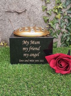 Personalised Memorial Vase Roses /& Gold Plaque Red//White//Pink Grave Flower Pot